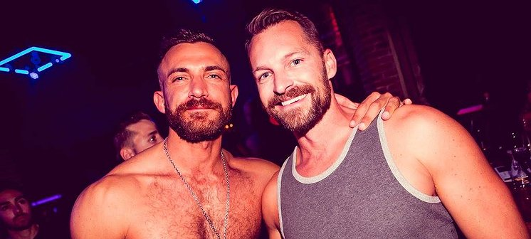Thank Gay It's Friday | Hier vier je New Year's Eve!