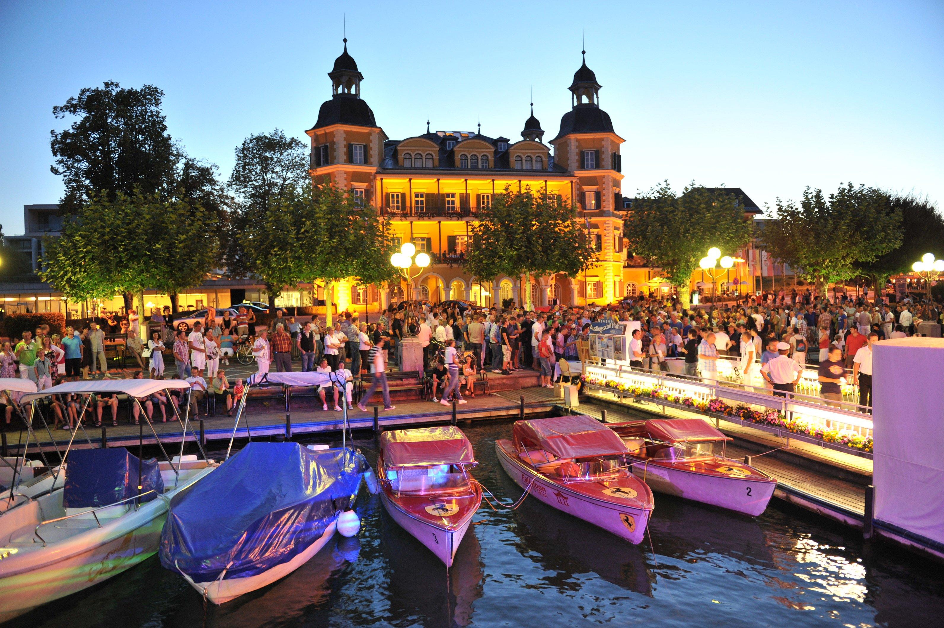 Travel   Pink Lake Festival: Oostenrijkse pride aan het water