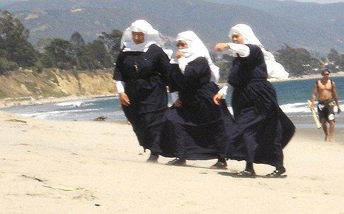 Italiaanse nonnen treden in het huwelijk