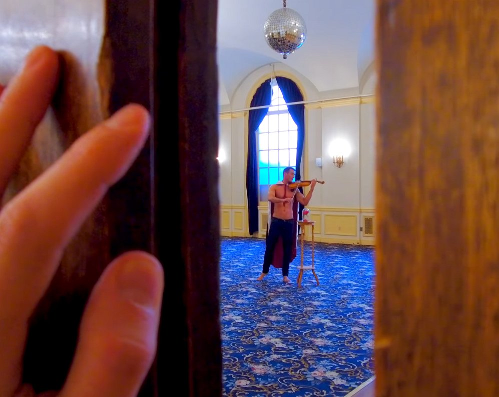 Beauty & the Beast krijgt een gay twist in dit zoete filmpje