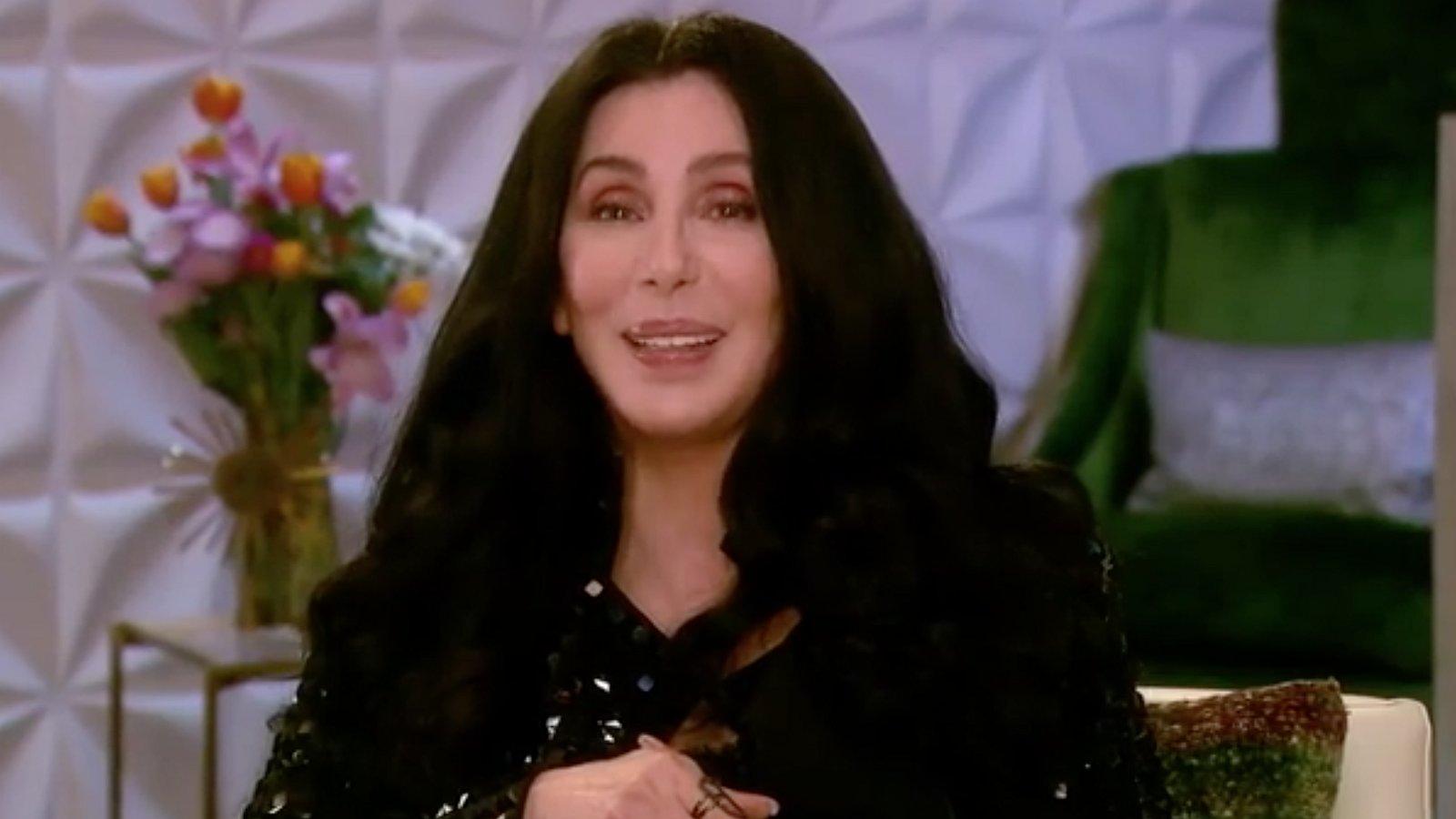 Cher maakt videoboodschap voor Colton Haynes en een huwelijksaanzoek