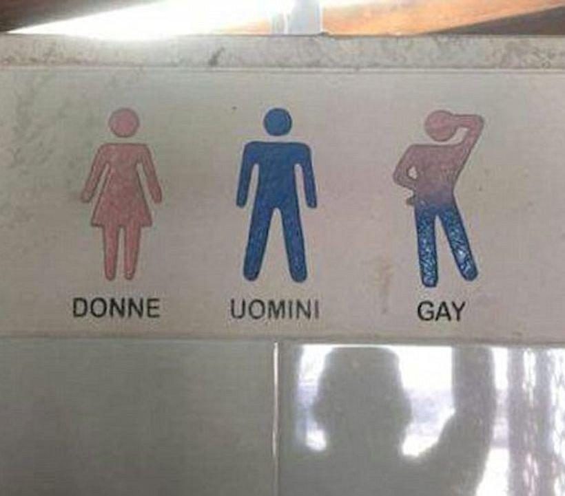 Italiaans hotel heeft wc speciaal voor gays. Maar slaat de plank volledig mis
