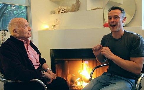 Videosnack | Roman komt op 95-jarige leeftijd uit de kast