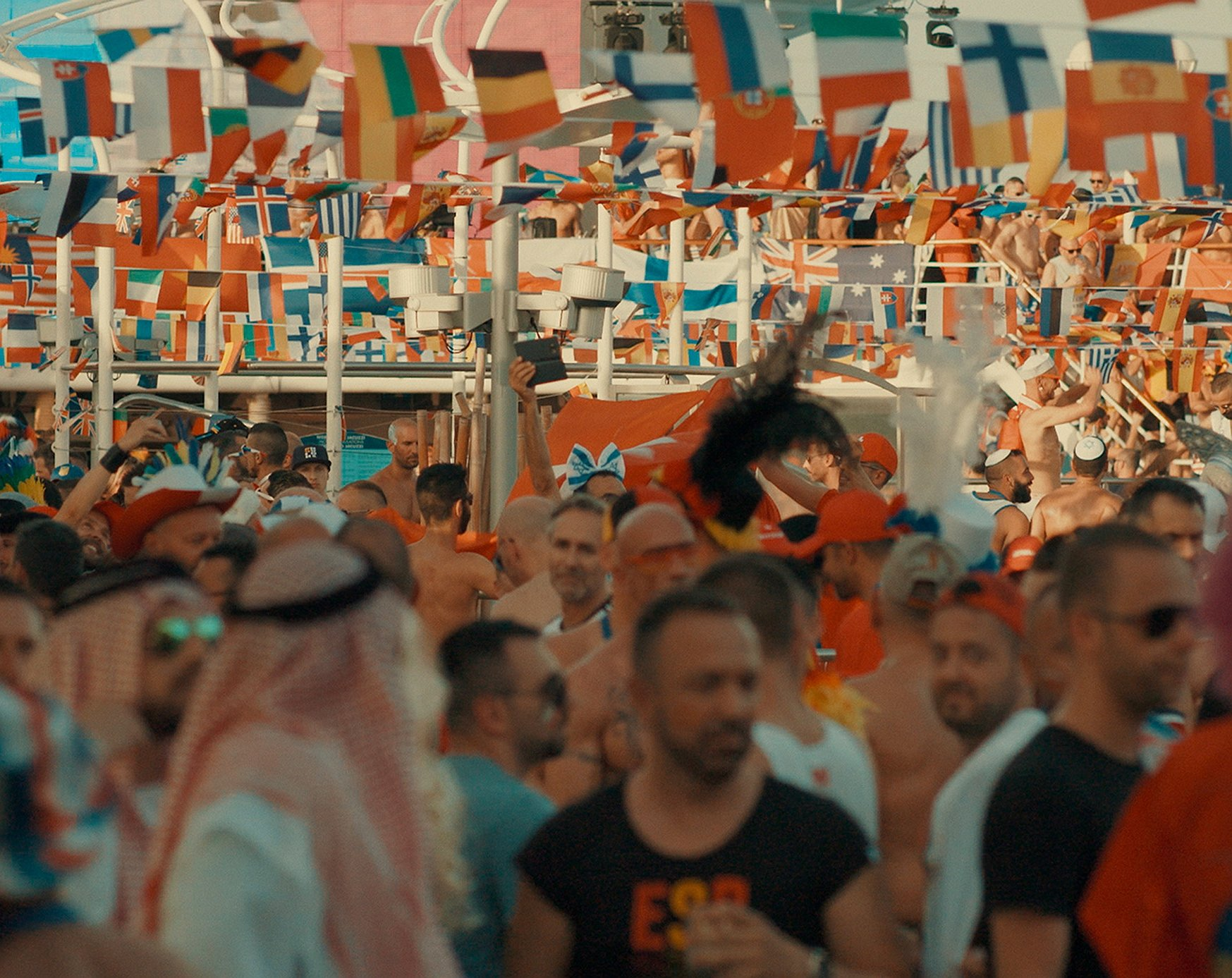 Kijken: 3000 gays op een cruiseschip
