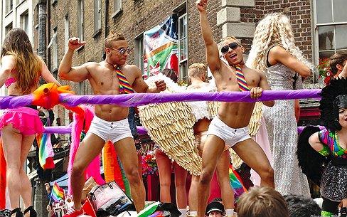 Het Opiniepanel | Lemelerveld Pride vs. Amsterdam Pride