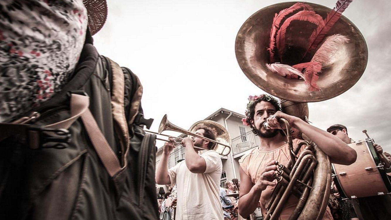 Foto's: de Gay Easter Parade in New Orleans was kleurrijker dan ooit