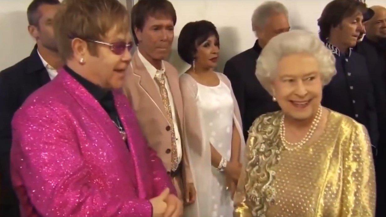 Drie keer raden op welk lied koningin Elizabeth het liefst danst!