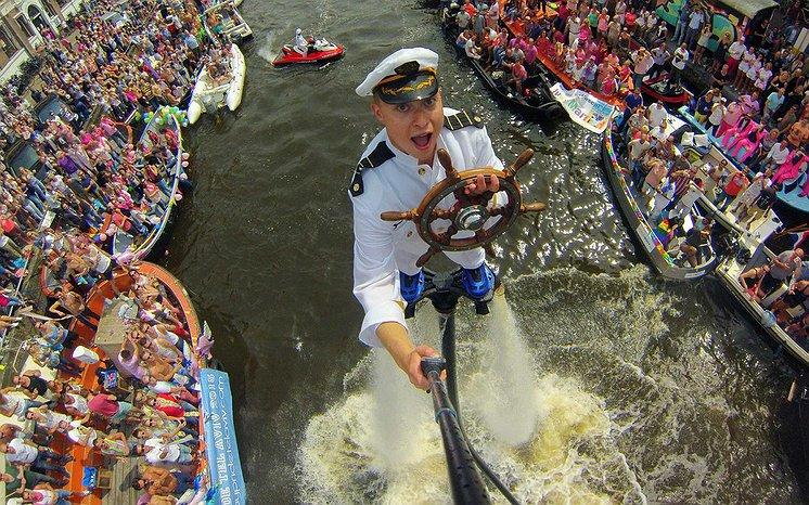 Flyboarders niet meer welkom bij Canal Parade