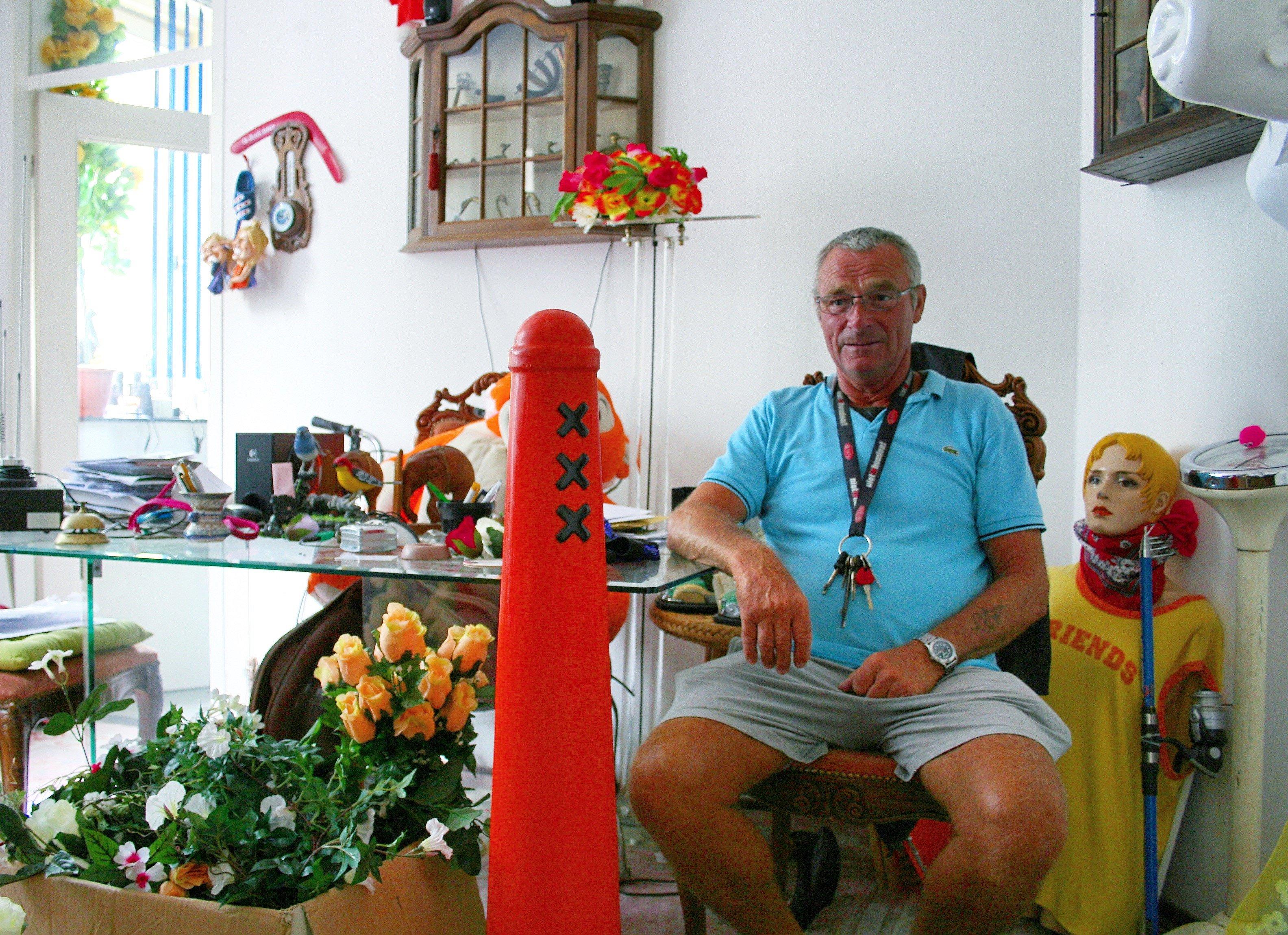 Henk Dal vaart al vanaf de eerste Canal Parade mee en leeft voor het juichende publiek