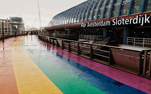 'Voor mij is het regenboogpad bij Station Sloterdijk een wonder'