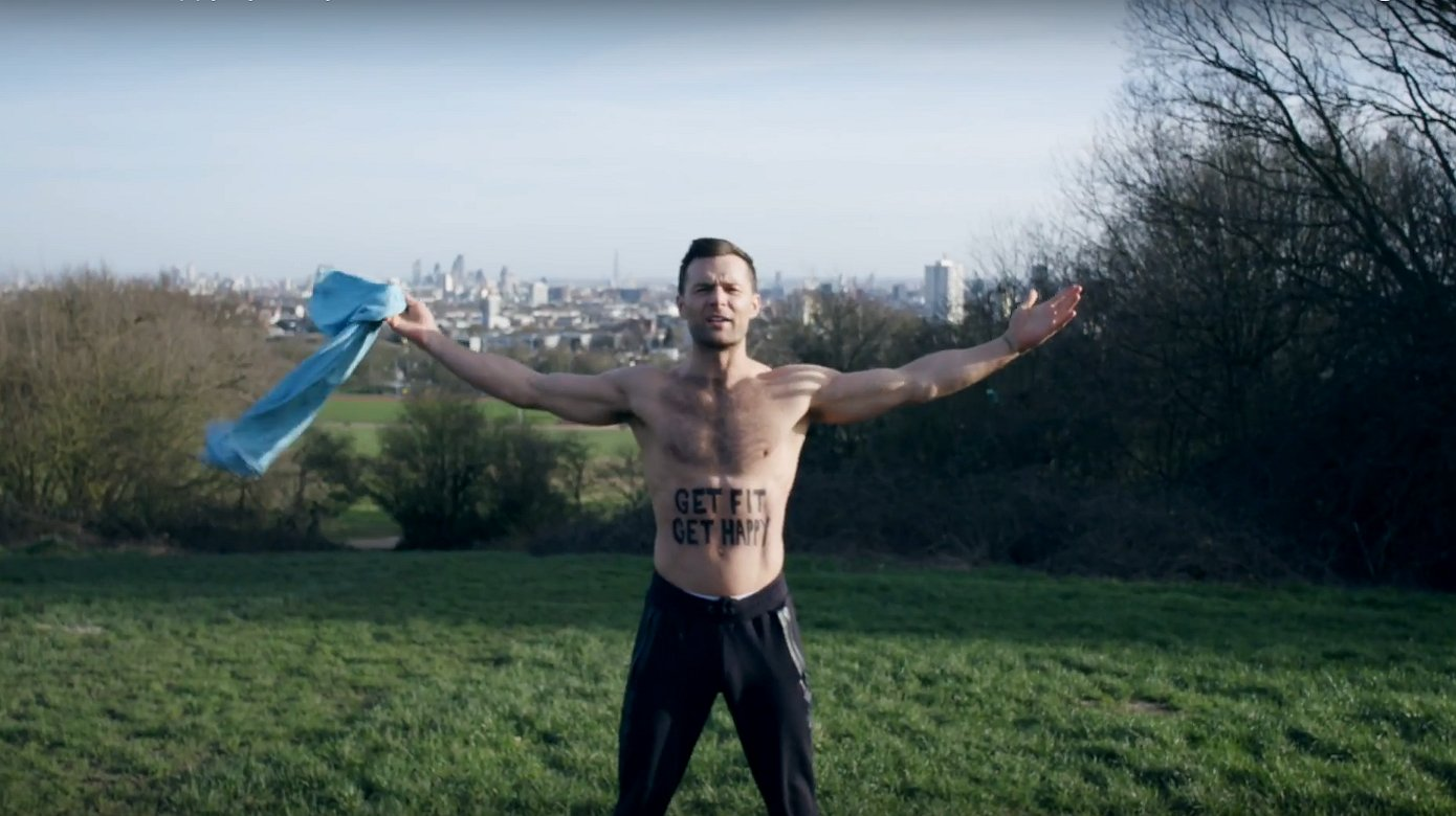 Video: word fit met de hunky McFly-zanger Harry Judd