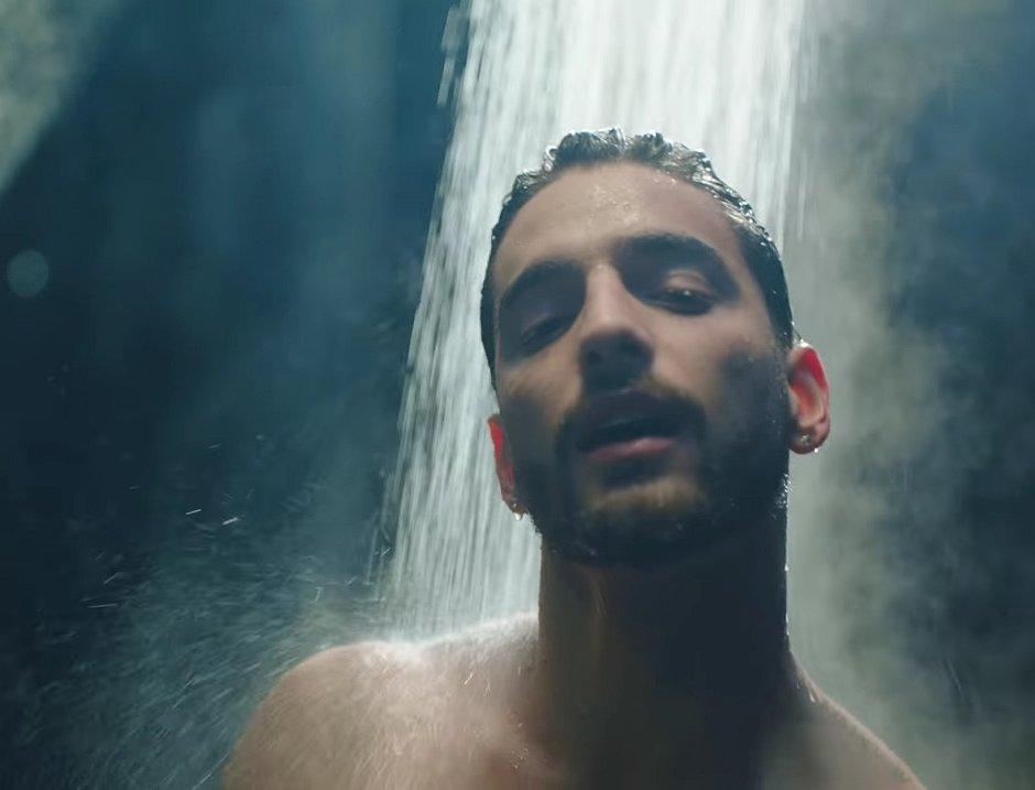 Muziekvideo's: Colombiaanse Maluma neemt een hete douche