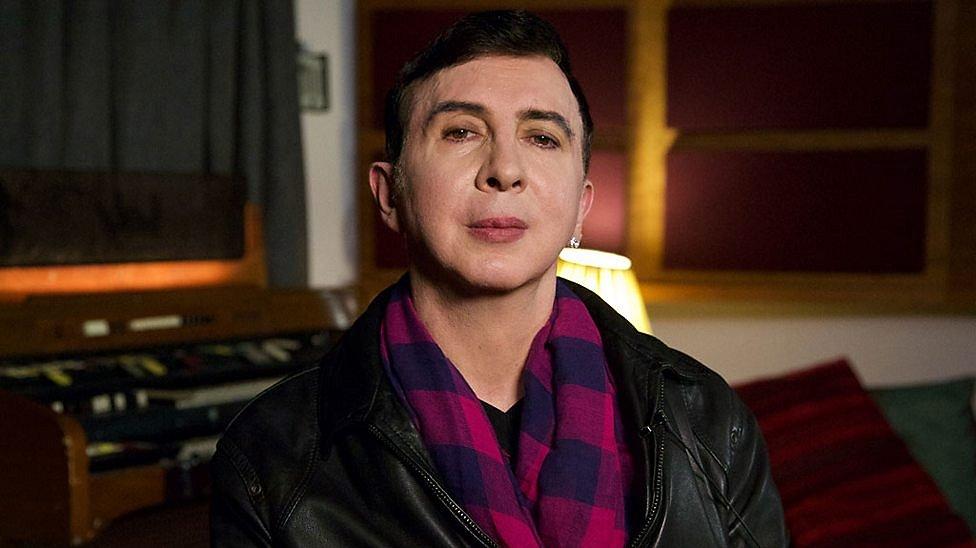 Zanger Marc Almond werd belachelijk gemaakt omdat hij gay is