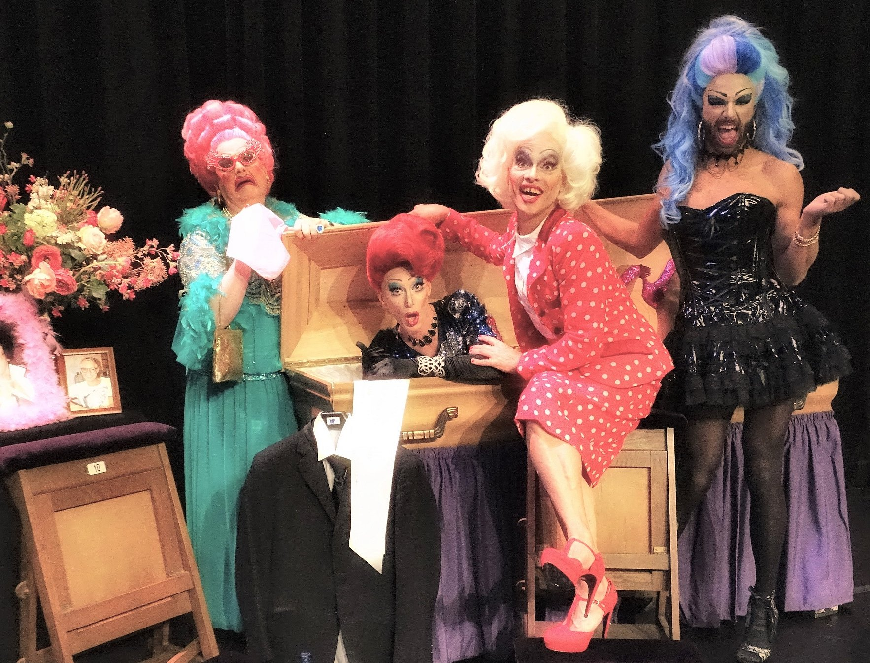 Komt dat zien: Four Drags and a Funeral