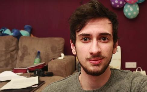 Videosnack | 'Je bent niet raar, je bent geen freak, je bent transgender'