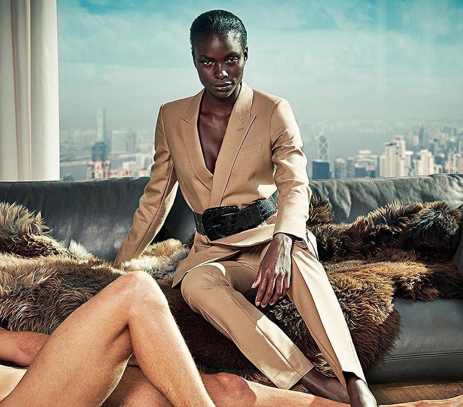 Kledingmerk Suistudo maakt statement met naakte mannelijke modellen
