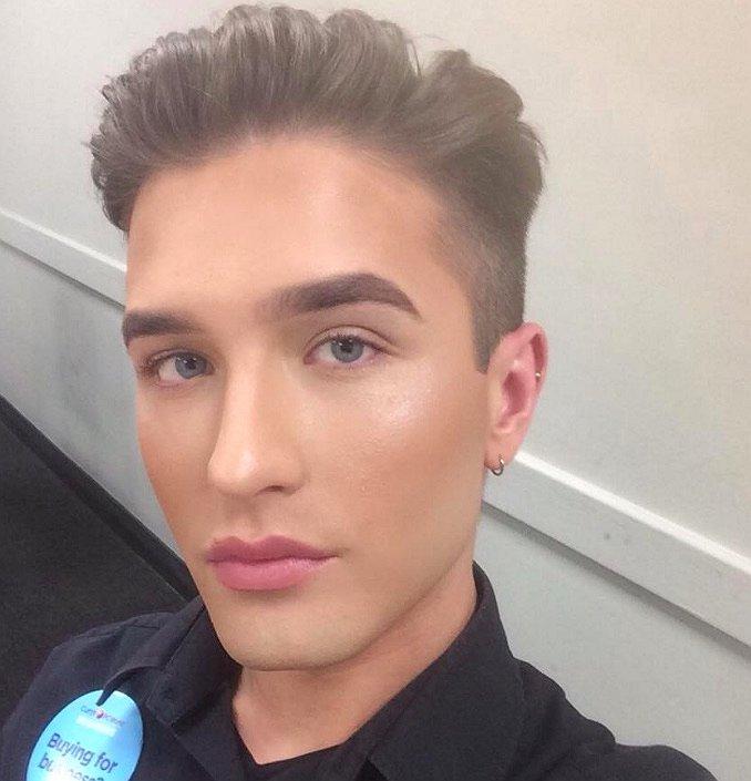 Man mag geen make-up dragen van baas: dit is zijn reactie