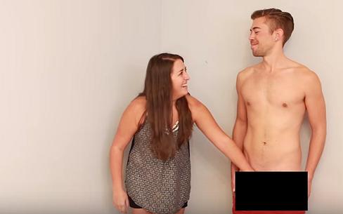 Videosnack | Lesbiennes raken voor de eerste keer in hun leven een penis aan