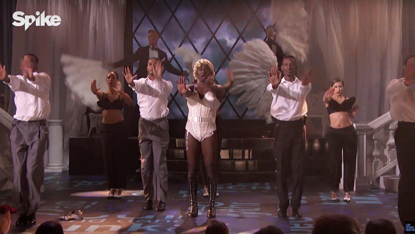 Kijken: acteur Taye Diggs doet Madonna's Vogue. In drag