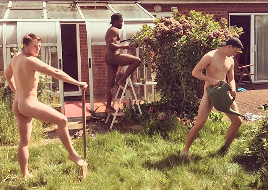 Foto's! Het was World Naked Gardening Day