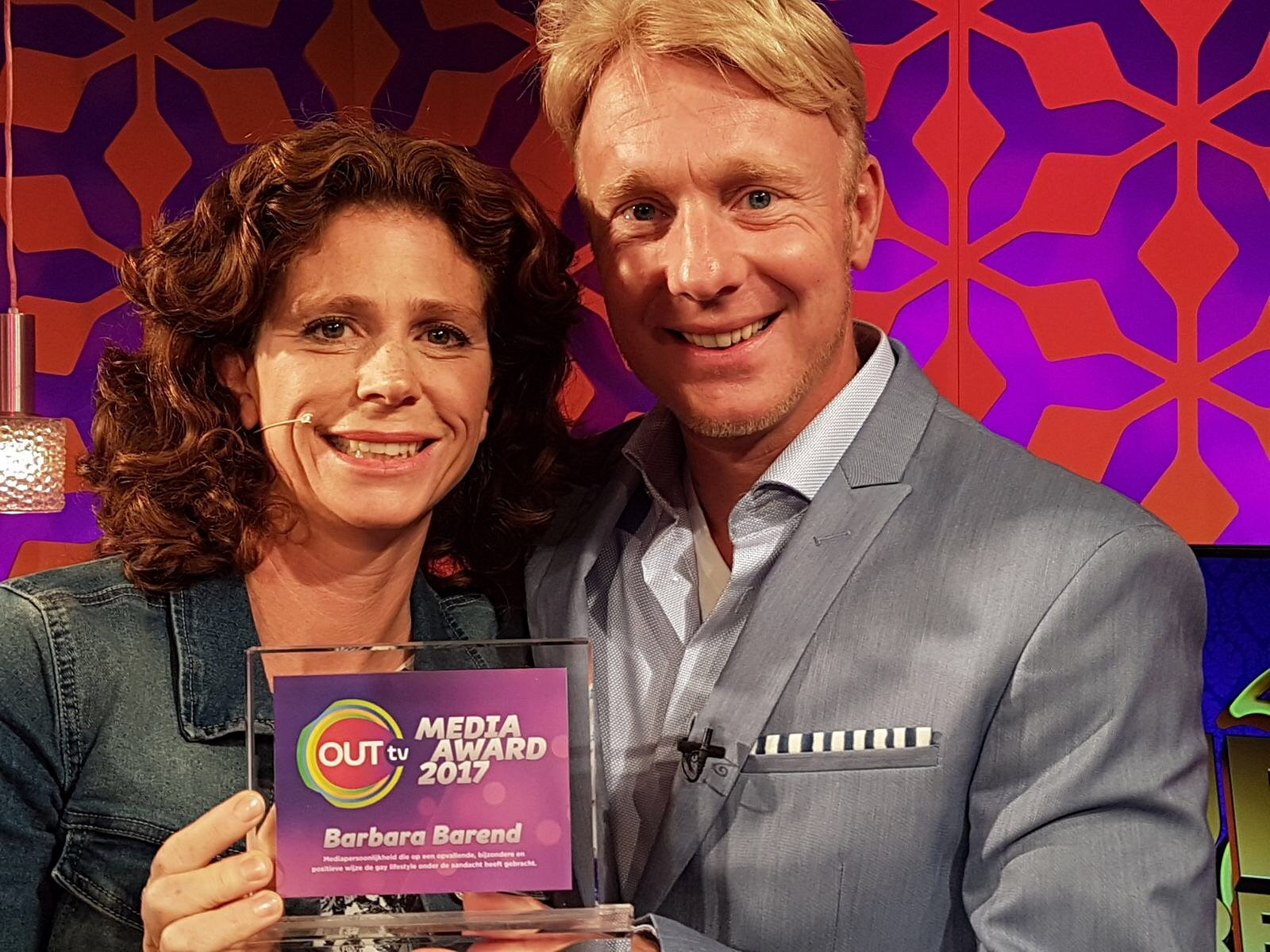Barbara Barend wint OUTtv Media Award 2017