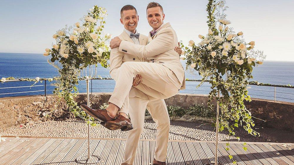Poolse Jakub en David eindelijk getrouwd. Al moesten ze ervoor naar Madeira...