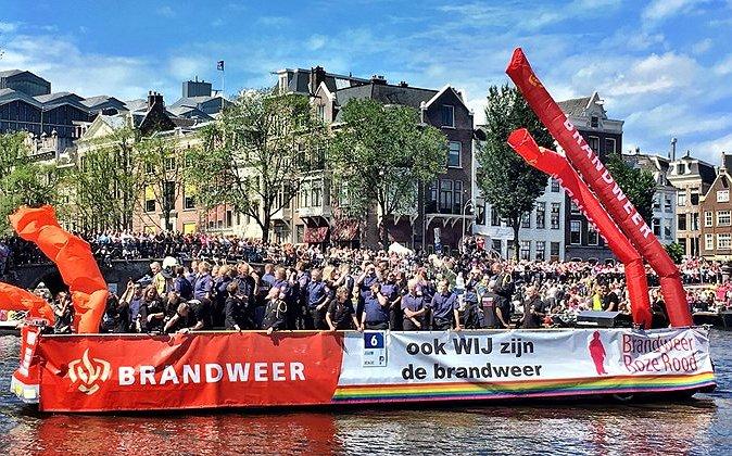 Dit jaar gaat voor het eerst de regenboogvlag uit bij Brandweer Nederland