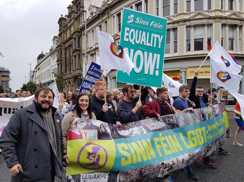 Duizenden mensen in Noord-Ierland demonstreren voor openstelling huwelijk