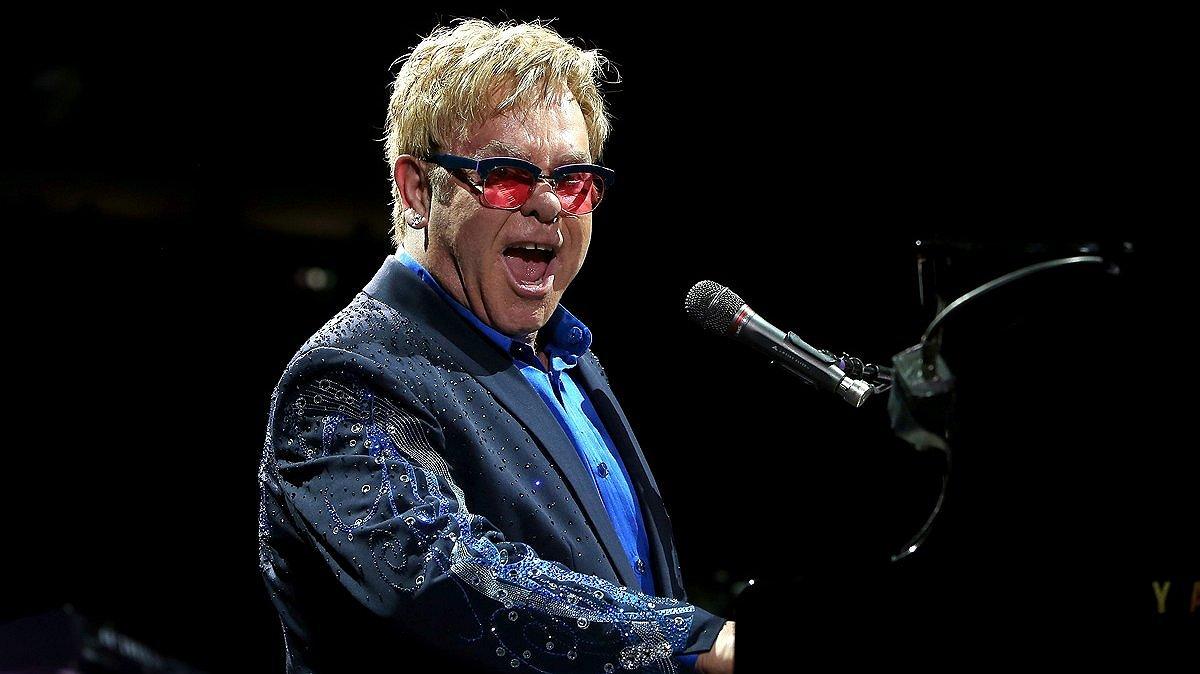 Elton John ontwerpt blingbling-schoen voor Nike