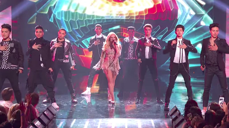 Emma Bunton zingt Spice Girls-hit nog een keer met een groep lekkere jongens