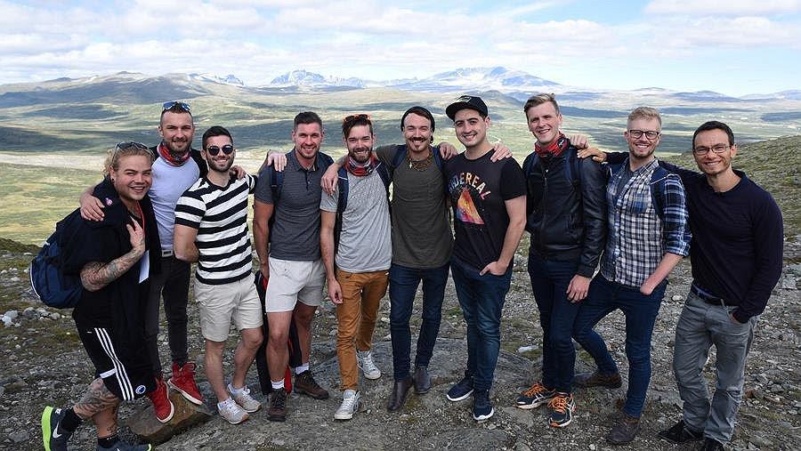 Kijk nu! De eerste trailer van de Mister Gay Europe-docu