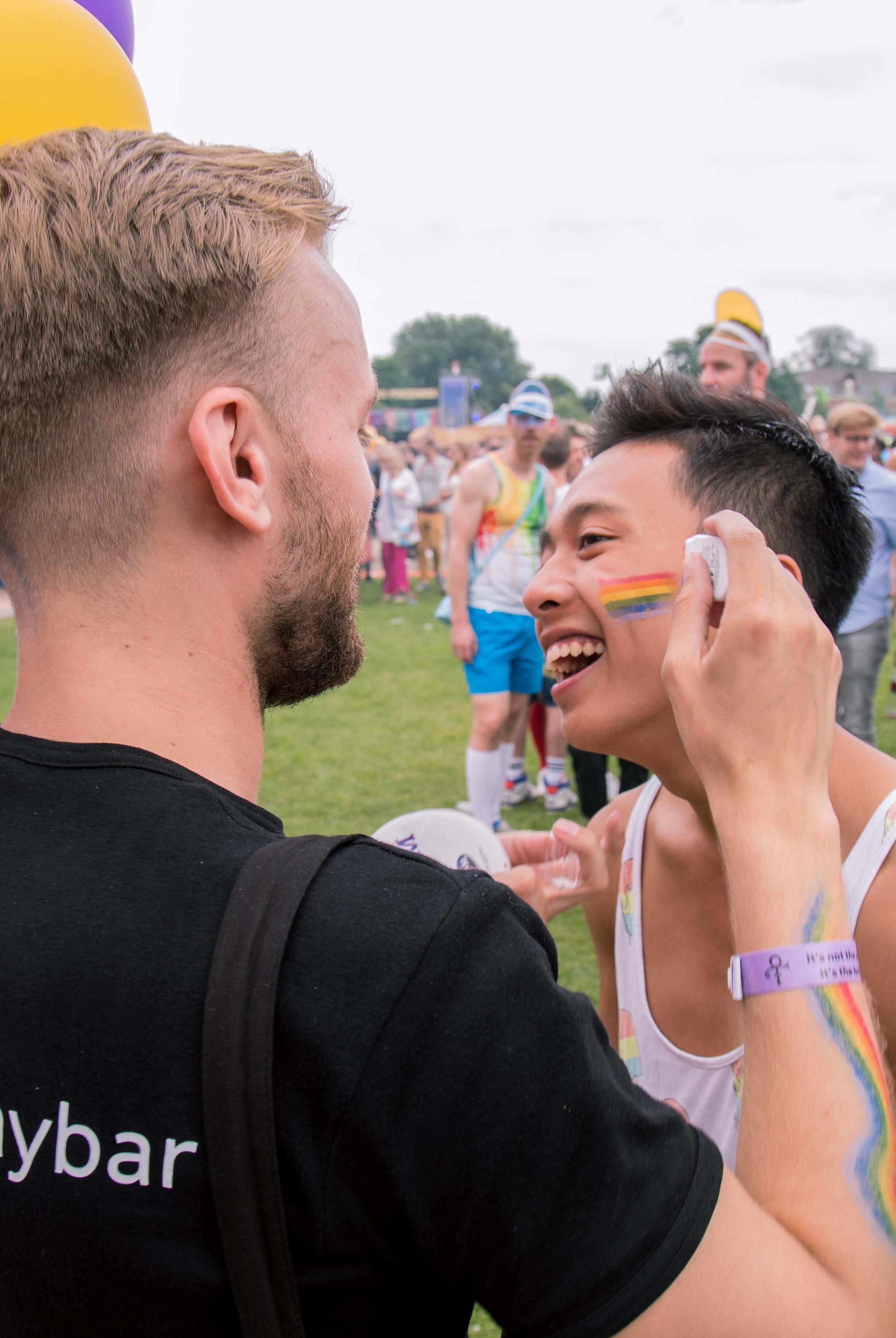 EuroPride | Onze promohomo's gaven Milkshake nog meer kleur