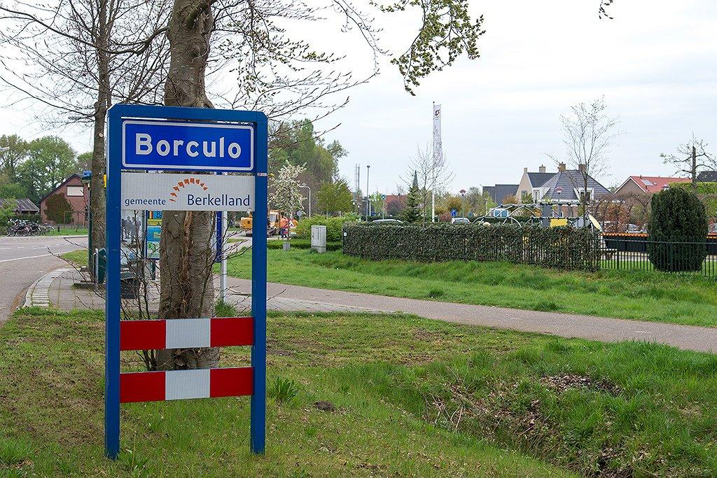Geen regenboogvlag in Borculo (Gelderland) tijdens Coming-Outdag