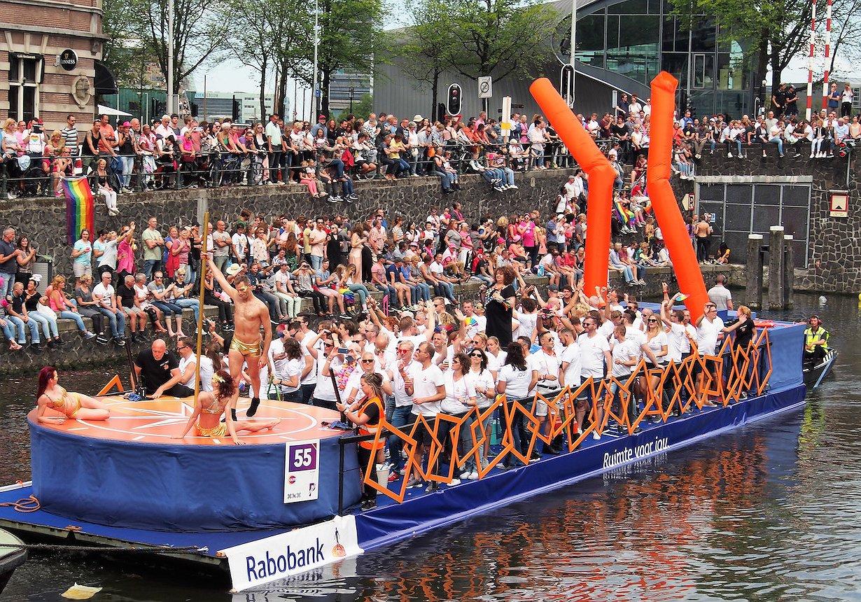 Gratis meevaren tijdens de Botenparade van Pride Amsterdam? Dat kan!