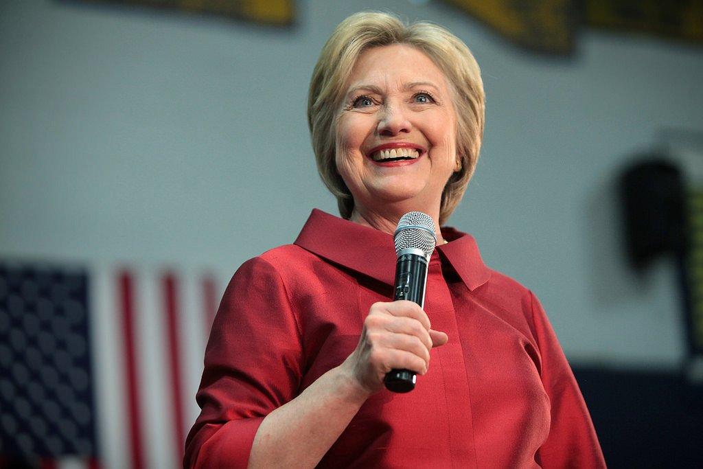 Hillary Clinton neemt het op voor LHBT's