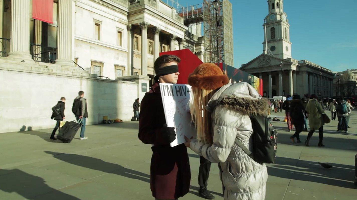 Ontroerend: zo reageren Londenaars op iemand die hiv heeft