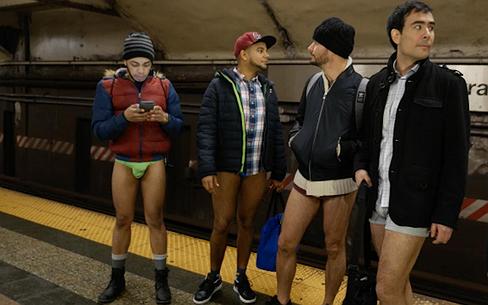 Al zestien jaar zonder broek de metro in