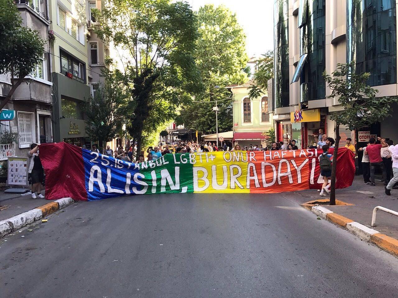 Istanbul Pride uiteengedreven met traangas en rubberkogels