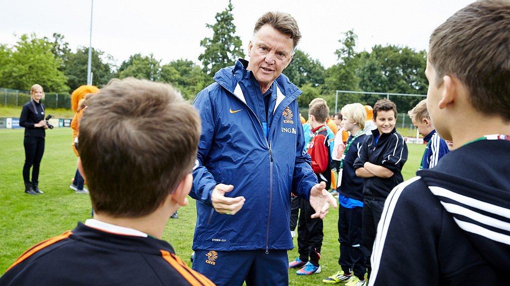 Oud-voetbaltrainer Louis van Gaal: 'Ik heb gewerkt met spelers die met hun homoseksualiteit worstelden'