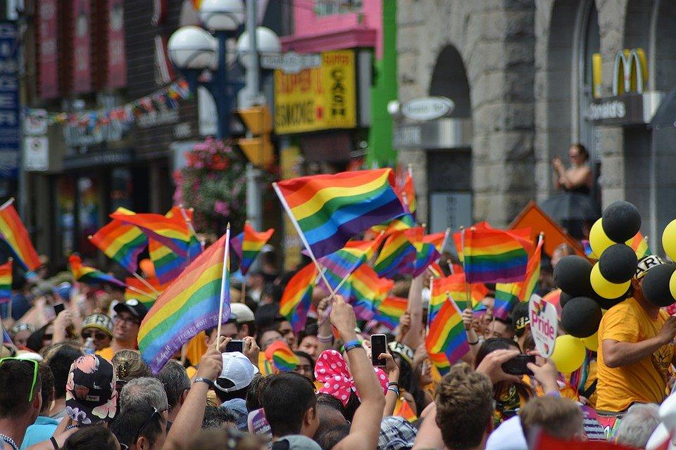 Volgens meer dan 25% van de wereldbevolking moet homoseksualiteit strafbaar zijn
