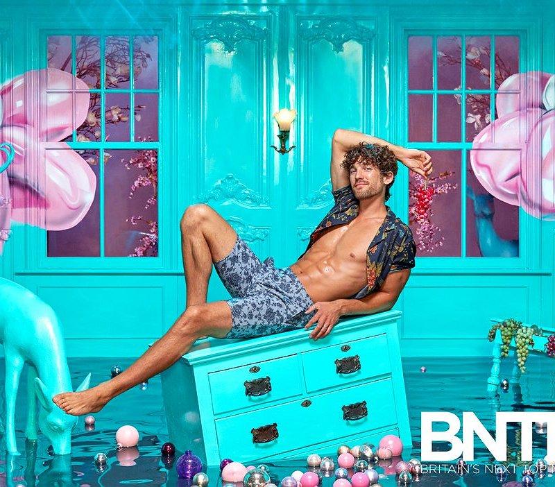 Meet Max Rogers: het vreselijk knappe jurylid van Britain's Next Top Model