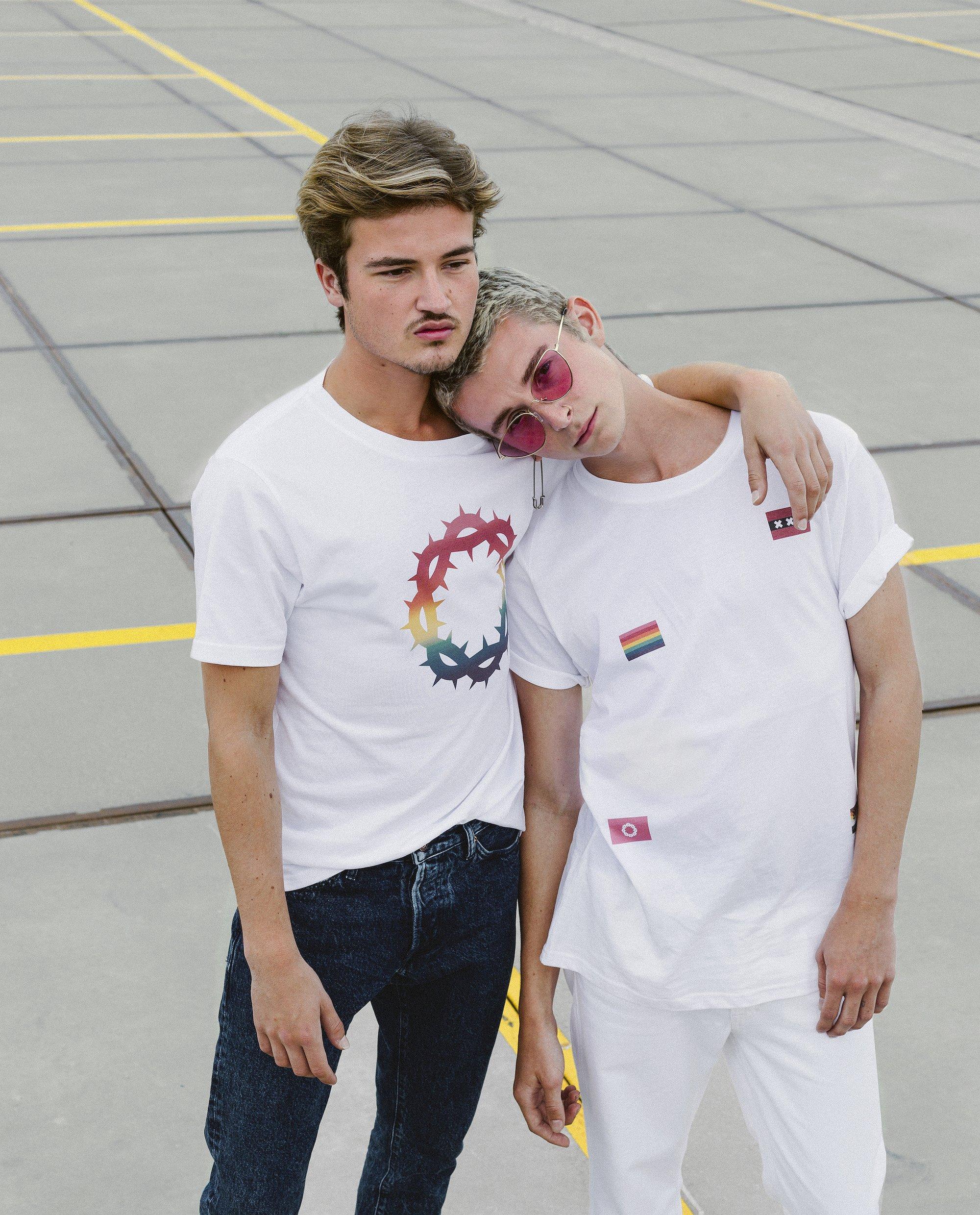Heb je nog geen Pride outfit? Gsus komt met Regenboog-shirts!