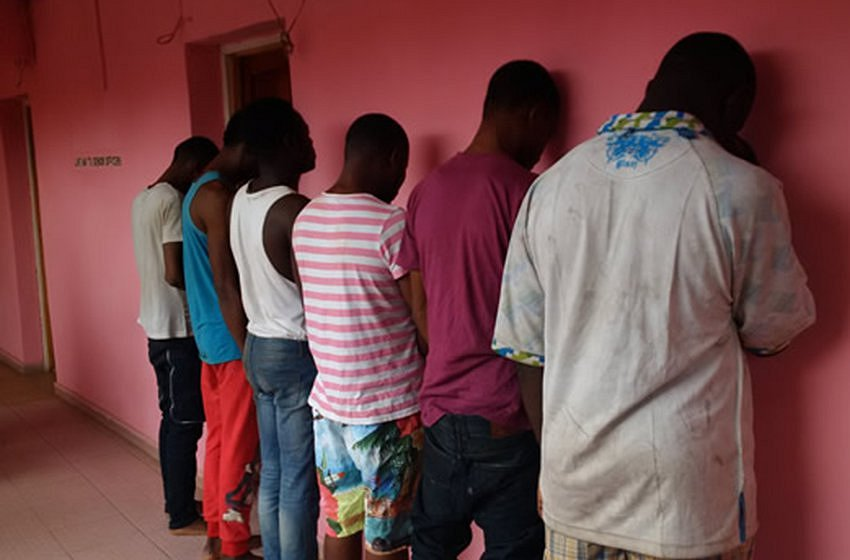 Opnieuw tientallen Nigeriaanse mannen opgepakt voor het hebben van homoseks