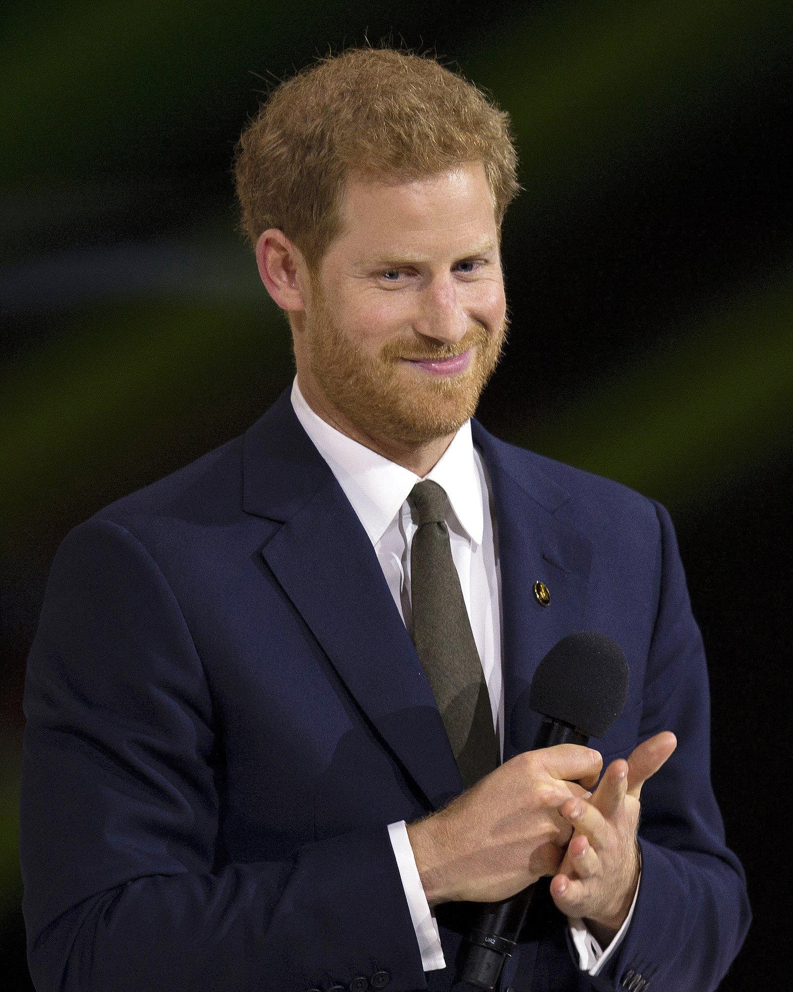 Prins Harry neemt LHBT-award in ontvangst namens Prinses Diana