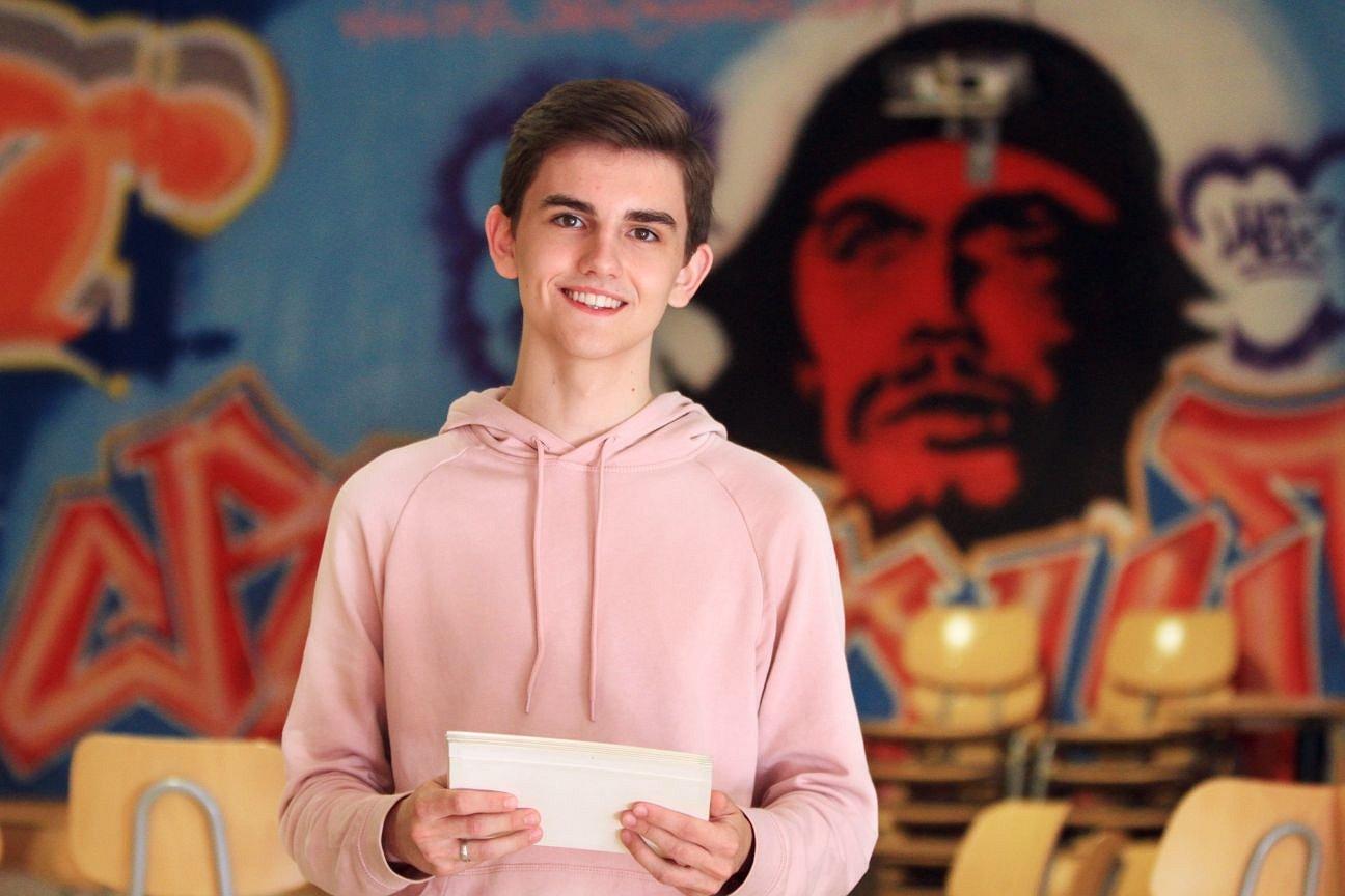 Simon (16) geeft presentatie over homoacceptatie: 'Ik was de pestkoppen zat'