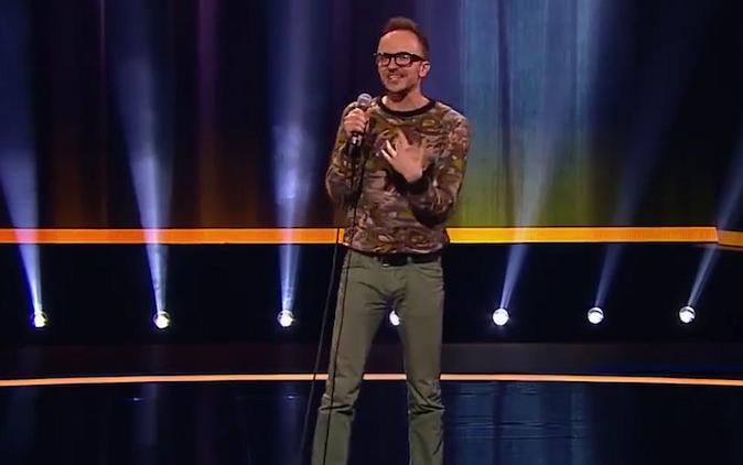 Cabaretier komt op Russische tv uit de kast