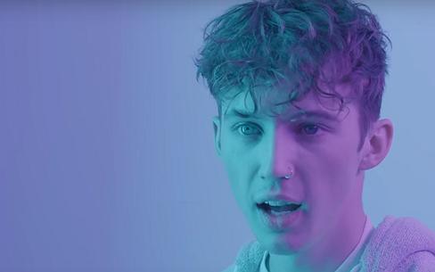 Videosnack: Troye Sivan in gesprek met LHBT-dakloze