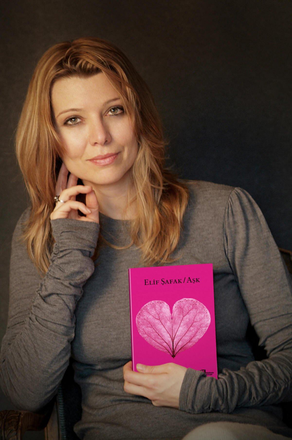 Turkse auteur Elif Shafak komt uit de kast als biseksueel
