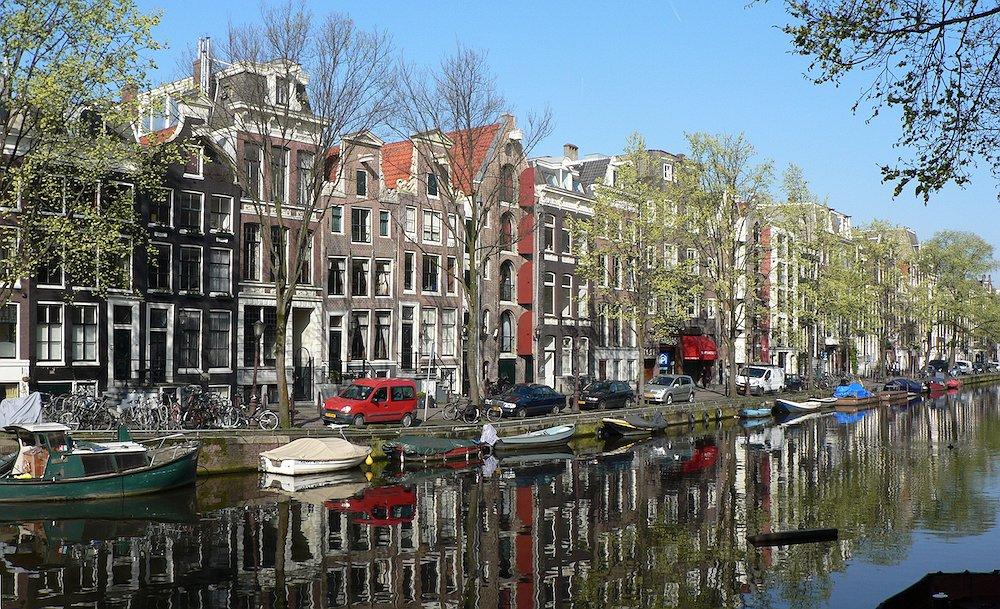 Twee Amsterdammers komen met queer partij voor gemeenteraadsverkiezingen