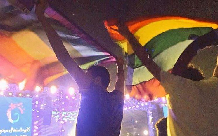 Egyptenaren Ahmed (21) en Sarah (28) zaten vast voor het zwaaien met een regenboogvlag